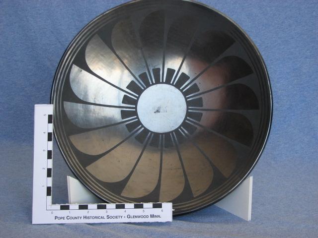 Martinez Feather Pattern Plate