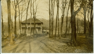 Furtney house / First Hospital in Glenwood